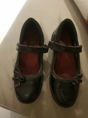 Clarks Girls black patent Shoes Size 1G Good condition School or Dress