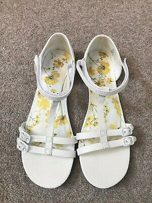 Next Girls White Sandals With Fast Release Strap Size UK 7 (Adult)