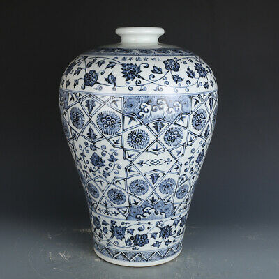 Chinese old antique Porcelain Ming Xuande marked blue white flower plum vase pot