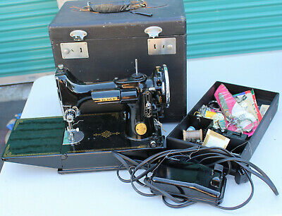 Vintage Singer Featherweight Sewing Machine 3-110 Black Foot Pedal & Case 221