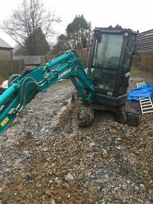 sunward 2.5 ton swing shovel mini digger ex demo 2 yrs warranty 3 buckets