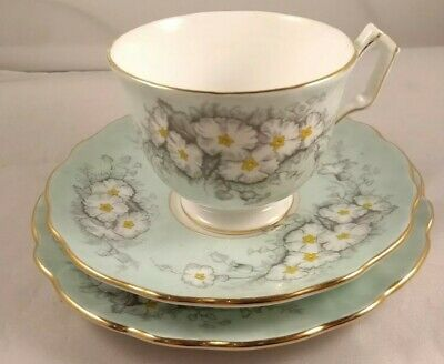 Vintage Aynsley 3 Pc China Teacup and Saucer Set Tea Cup 2893 Floral Green Gold