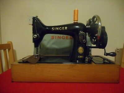 Vintage Singer 99 K Hand Crank Sewing Machine.
