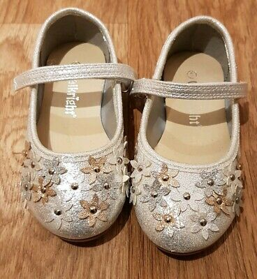 Girls Shoes Walkright Child Size 8 Silver Sparkle Flowers