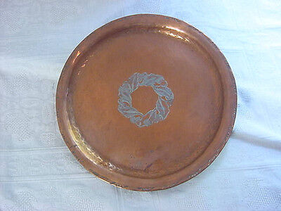 ARTS & CRAFTS Copper Plate Charger HUGH WALLIS England Xmas HOLLY c1900 Antique