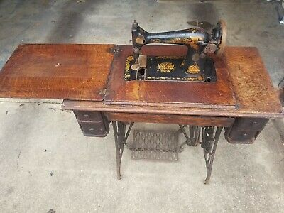 Antique 1910 Singer Treadle Sewing Machine with Cabinet