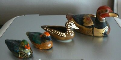 Lot De Quatre Canards En Porcelaine Et Bois, Four Ducks, Vier Eendjes