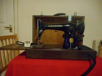 Vintage Singer 201K  Electric Sewing Machine In Fitted Case