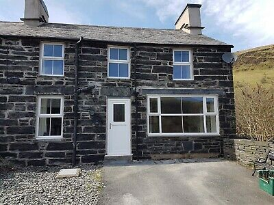 Snowdonia Holiday Cottage Sleeps Up To Eight - Choice of summer dates available