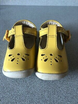 Clarks Roamer Star Yellow Patent Leather Girls T Bar Shoes size 4.5F