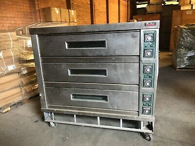 BRAND NEW PIZZA BREAD 3 DECK ELECTRICAL OVEN  3 Phase