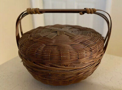 ANTIQUE MINIATURE HAND MADE COVERED BASKET W/ HANDLE 1800's