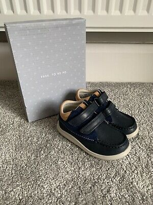 Clarks Infant Nate Maze Nubuck Shoe in Blue UK Size 6F New /& Boxed