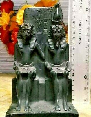 Statue of King Amenhotep and his wife (1425-1200 BC)