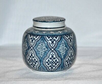 """New 5""""  Oriental Ornate Floral Pattern Wedgewood Blue & White Urn with Lid"""