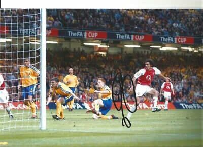 Robert Pires Arsenal Authentic Hand Signed 12 X 8 inch football photo SS001A