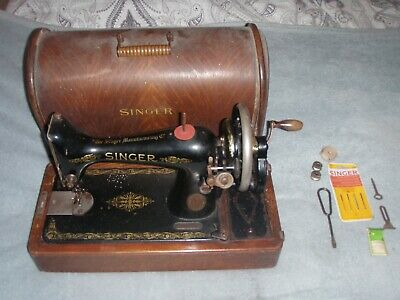 Vintage Antique Singer Sewing Machine Manual Hand Cranked In Wooden Case