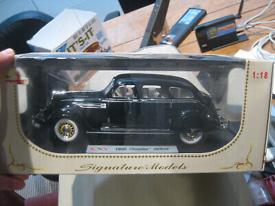 Signature 32306 1936 Chrysler Airflow Diecast 1:32 scale with Display Stand