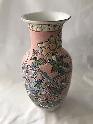 chinese 19th century porcelain Vase hand Painted MINT condition dynasty signed