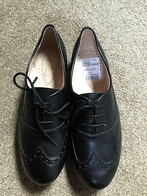 Clarks Girls Black Leather School Shoes Carousel Trick Size 2.5 NEW