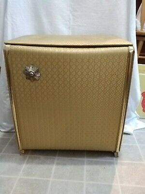 Vintage Mid Century Hollywood Regency Pearl Wick Gold Hamper in good condition.