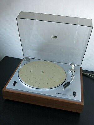 Vintage (1975) belt drive YAMAHA YP-400 Record Player / Stanton 681