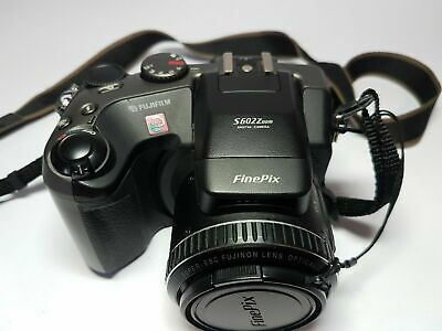 FujiFilm FinePix S602 Zoom Early Digital Bridge Camera 2 cards