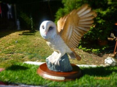 LOVELY  Leonardo  Collection Fine Porcelain Owl Figurine Ornament On Plinth