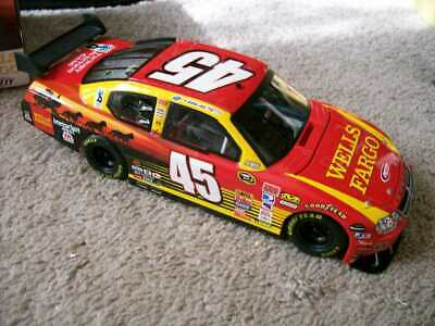 1//24 KYLE PETTY #45 WELLS FARGO 2008 DODGE CHARGER ACTION RACING Limited Edition