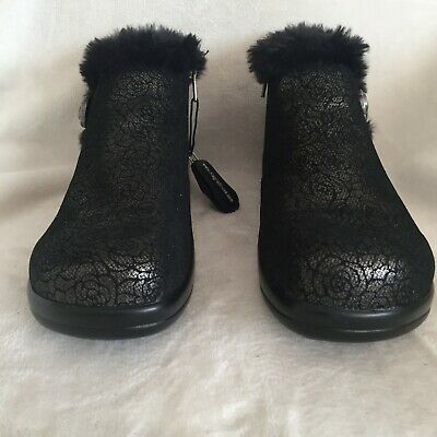 *SALE* Spot On F5553 Ladies Black Pull On Fur Effect Lined Synthetic Flat Boots