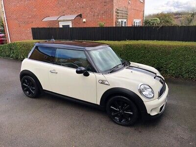 Mini Cooper S 2011. Low mileage. FSH, full leather. Sat Nav, high spec
