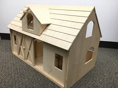 BREYER HORSE Deluxe Wood Barn with Loft Pre-Assembled LOCAL PICK UP ONLY