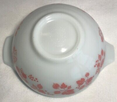 Vintage Pyrex Gooseberry Cinderella Bowl #443. Pink On White 2 1/2 Quart