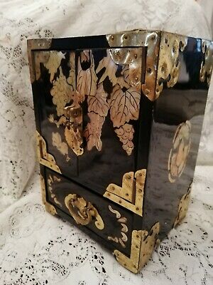 Vintage Chinese Laquered Jewellery Box.