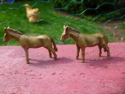 COLLECTABLE : 2 x CHINESE HORSE METAL STATUE : LOVELY ITEMS