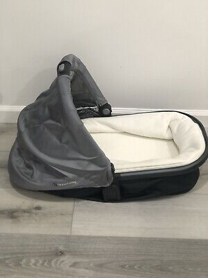 Uppababy Rumble Seat Bassinet 2017 Grey With Mosquito Net Barely Used