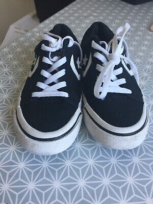 Black Converse All Stars size 4 great condition, only worn 2 or 3 time