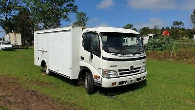 Hino 2010 300 616 service truck. Mobile workshop Auto Car licence!