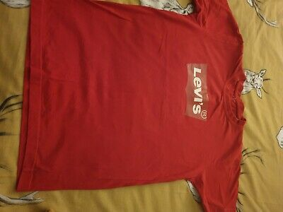 boys red Levi's t.shirt fabulous condition  age 10 years