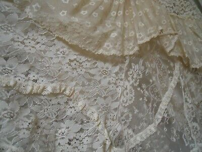 Bridal 2 Piece Vintage Set....size 10 Approx.  Lace Is Superb...!!!!!!!