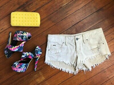 BILLABONG Short Fit Short Shorts Size 10 S 100% Cotton White Beige Beach Holiday