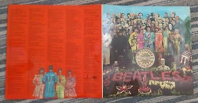 THE BEATLES :  Sgt. Pepper's Lonely Hearts Club Band : 1976 LP with inserts  🎵