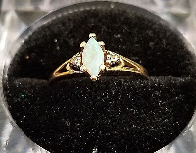 10k yellow gold opal ring Lot PP