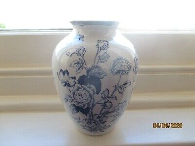 spode clifton blue & white vase height 8 inches