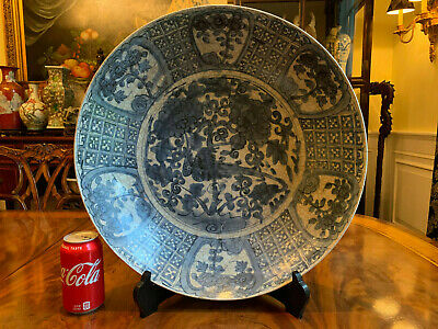 A Large Chinese Ming Dynasty Wanli Blue and White Porcelain Charger.