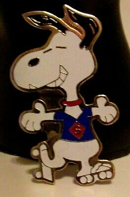Vintage 1972 Peanuts Snoopy Roller Skating Pin United Features Syndicate