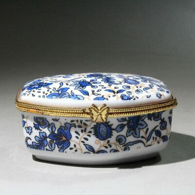 Collectable Chinese blue and white porcelain Carve Flower Beautiful Jewelry Box
