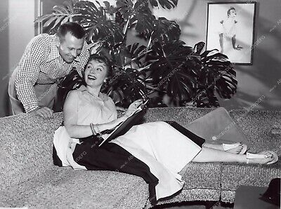 8b20-3743 candid Amanda Blake relaxing at home with hubby ? 8b20-3744