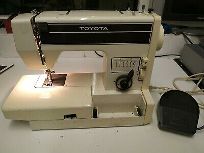 Vintage Toyota Model 3001S Sewing Machine - zig zag. Straight . Needs belt