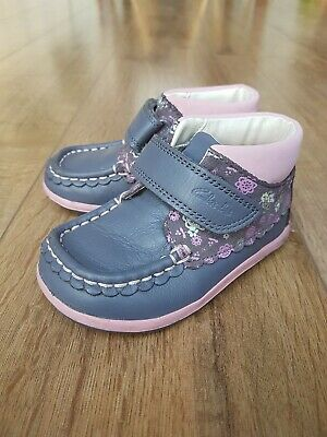 Clarks Little Girls Ankle Boot 5 1/2 H Grey/pink